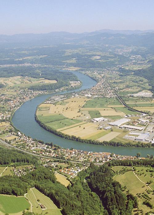 Blick auf den Rhein von oben.